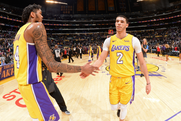 Report: Rival GM thinks Lakers can contend for playoffs with no change