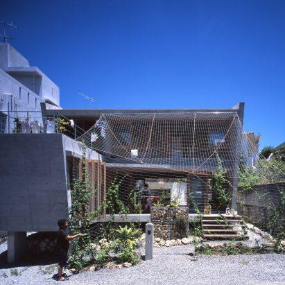 Ryuichi Ashizawa uses traditional techniques to control climate at house on Okinawa Island