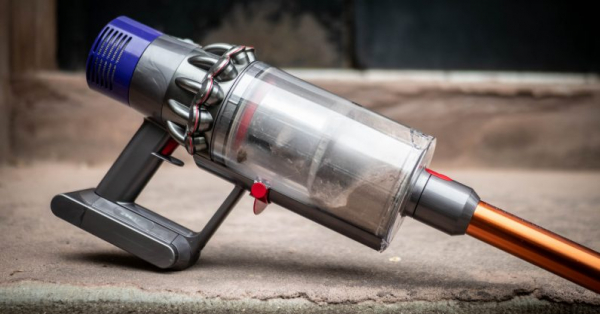 Review: Dyson's Cyclone V10 vacuum is $500 overkill, but I love it anyway