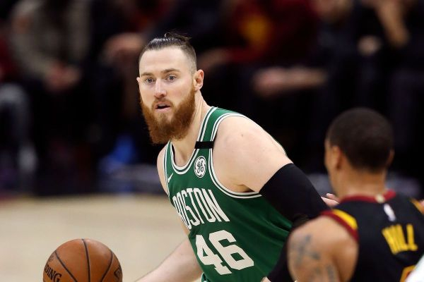 Aron Baynes to re-sign with the Celtics