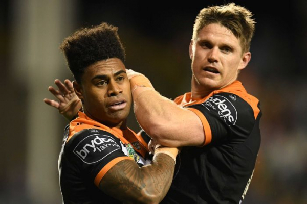 Wests Tigers still in NRL finals race after beating Sea Eagles