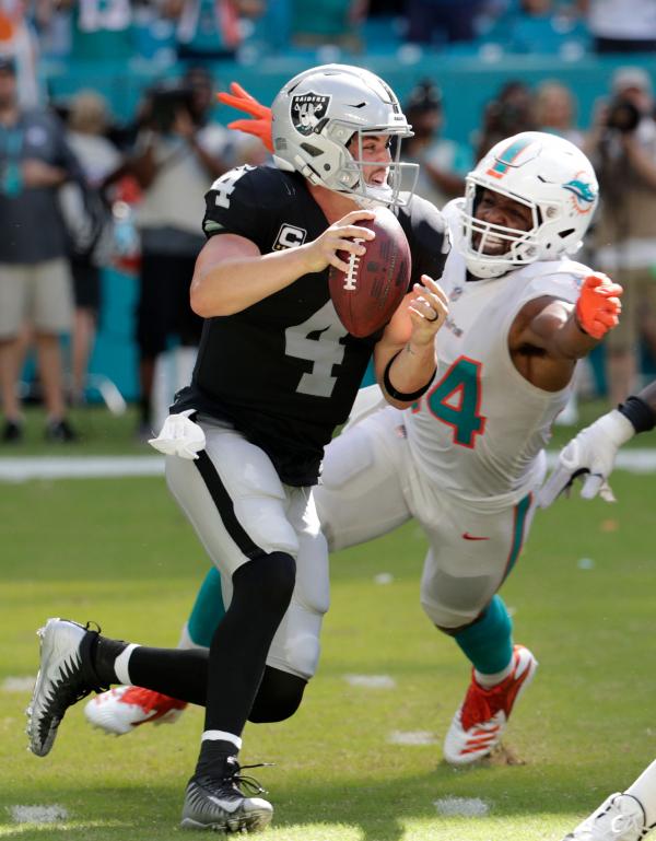 Razzle dazzle lifts unbeaten Miami past winless Raiders