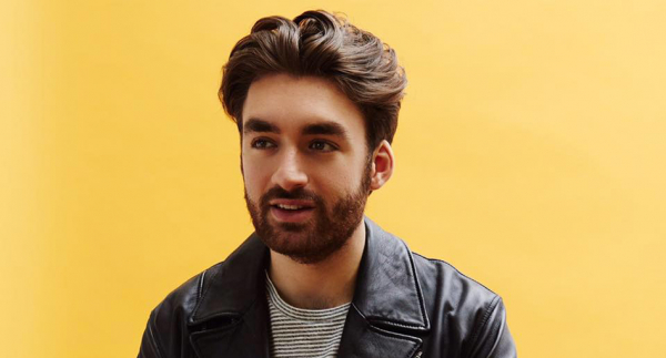 Oliver Heldens auctions signed Merchandise for UNICEF