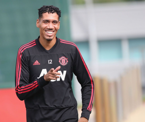 Jose Mourinho to hand Chris Smalling new contract at Manchester United