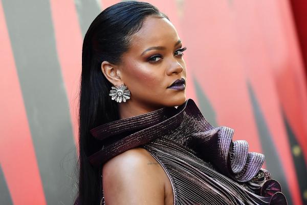 Rihanna declines Super Bowl halftime show in support of Colin Kaepernick