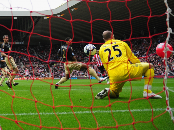 Pepe Reina suggests hes still haunted by memory of Darren Bents beach ball goal against Liverpool in 2009