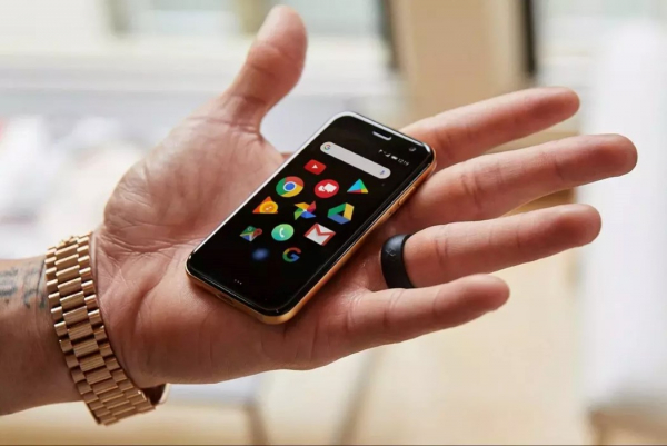 In a world filled with plus-sized phones, Palm's new phone is perfectly petite!
