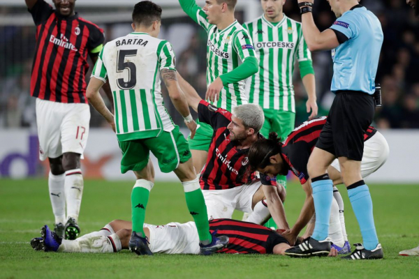 Mateo Musacchio knocked out by AC Milan team-mate Franck Kessie
