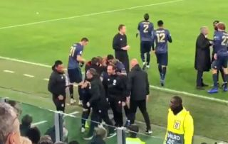 Video: Fan footage shows the interesting thing Mourinho did right after Man United's equaliser vs Juventus