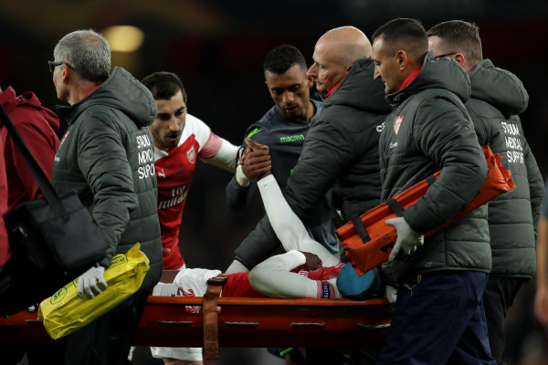 Arsenal forward Danny Welbeck stretchered off with oxygen after injury against Sporting