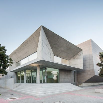 Valdemar Coutinho Arquitectos completes Brutalist concrete sports centre in Portugal
