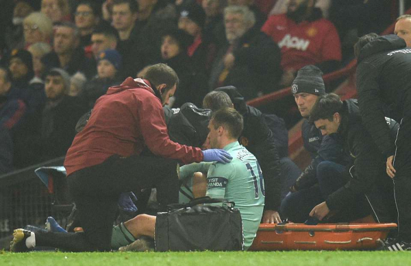 Rob Holding tweets message to Arsenal fans after suffering season-ending injury vs Man Utd