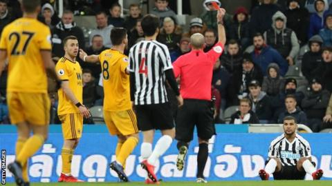Wolves strike late to beat 10-man Newcastle