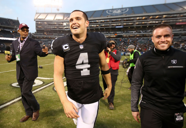 Carr playing at high level despite heavy turnover on Raiders
