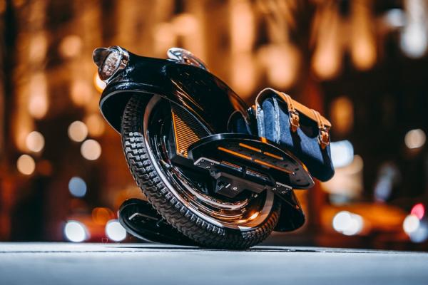 The Gentleman's e-Unicycle