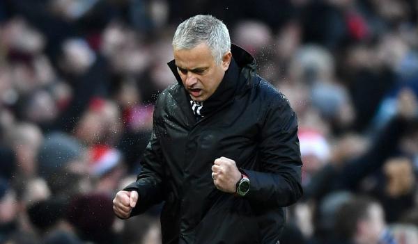 Jose Mourinho beats Sir Alex Ferguson's record as Manchester United hammer Fulham
