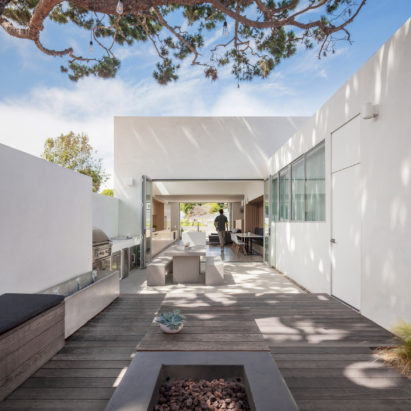 "Edward Ogosta overhauls California bungalow with ""clarity and restraint"""