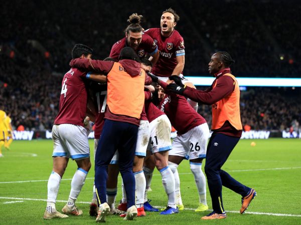 Free-scoring West Ham survive late scare to beat struggling Crystal Palace