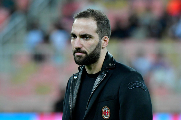 Why Gonzalo Higuain to Chelsea transfer deal is being held up