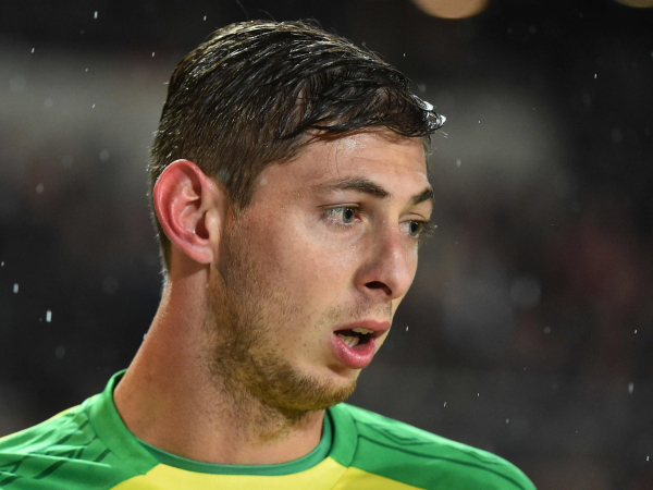 Emiliano Sala: Live updates from search for missing plane as Cardiff City confirm they are very concerned