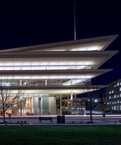 renzo piano completes 'transparent' office building in des moines with extra-long overhangs