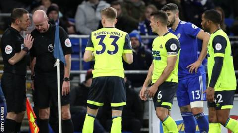 Penalty controversy as strugglers Cardiff and Huddersfield draw