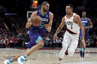 McCollum helps Trail Blazers rout Hornets 127-96