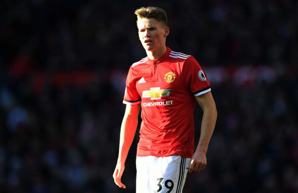 Manchester United midfielder signs new long-term contract at Old Trafford