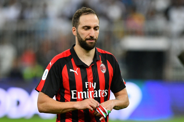 Chelsea want Gonzalo Higuain to face Arsenal after agreeing transfer with Juventus