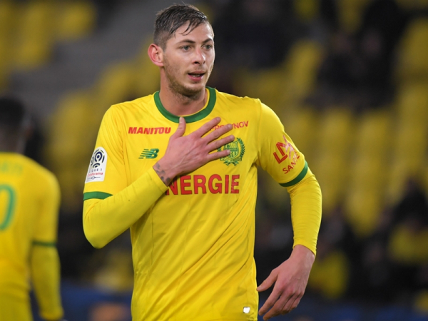 Cardiff announce £15m club record signing of Nantes striker Sala