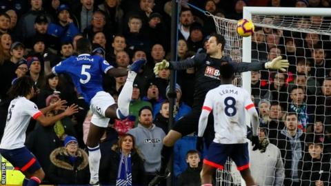 Everton edge to hard-fought win over Bournemouth