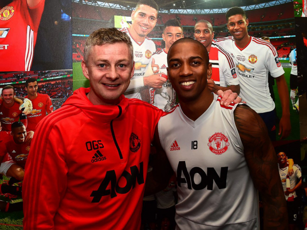Manchester United news: Ashley Young signs new one-year contract