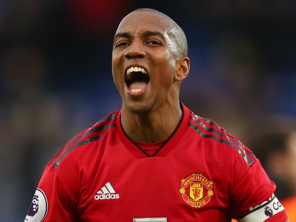 Ashley Young signs one-year contract extension at Manchester United