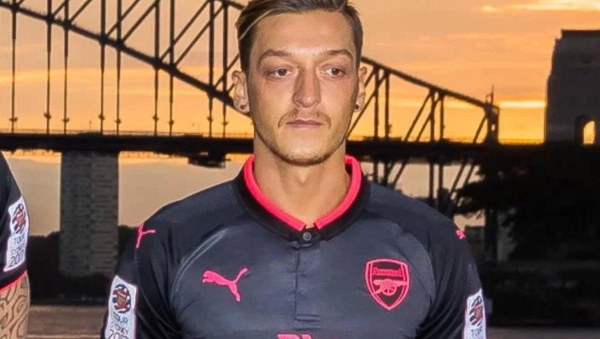 Unai Emery sends message to Mesut Ozil ahead of Arsenal v Southampton