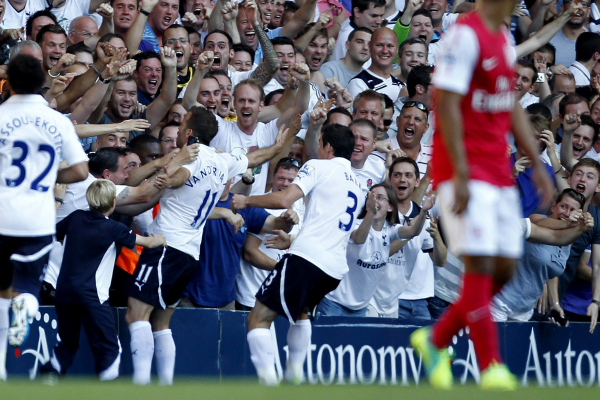 Rafael van der Vaart mocks Arsenal as he celebrates birthday with Tottenham fans