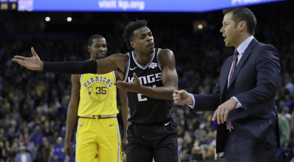 Kings' Dave Joerger and Buddy Hield apparently argued after Hield's late 3-pointer (video)