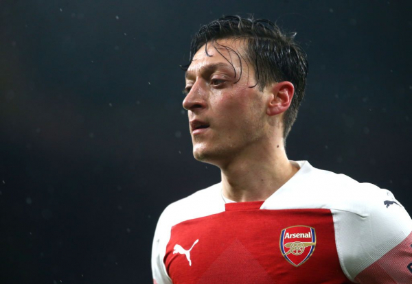 Unai Emery explains how Mesut Ozil can get back in the Arsenal starting XI