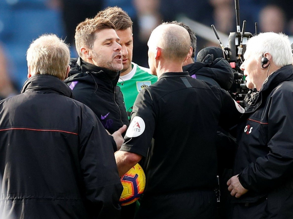 Burnley vs Tottenham: Furious Mauricio Pochettino confronts referee Mike Dean after defeat at Turf Moor