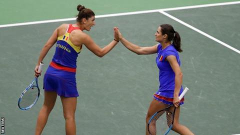 Romania beat holders Czech Republic to reach first Fed Cup semi-final