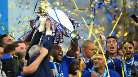 Wes Morgan: Leicester City captain signs one-year contract extension