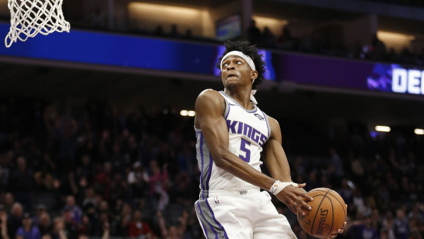 De'Aaron Fox's windmill dunk put the exclamation point on a Kings win (VIDEO)