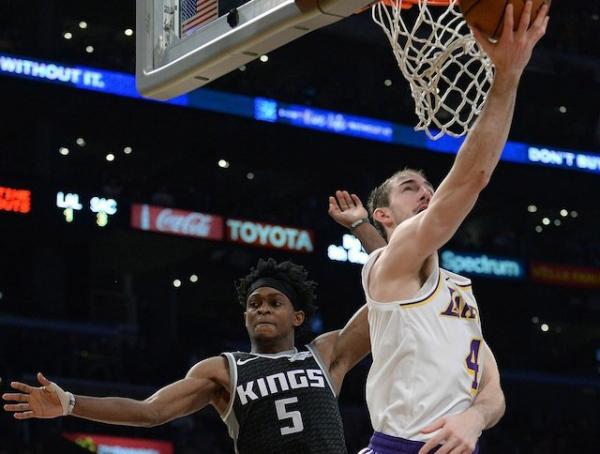 Lakers News: Luke Walton Sees Makings Of NBA Player In Alex Caruso