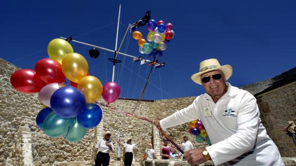 Fremantle backs ban on gas balloons, drones