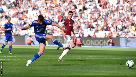 Injury-time strike gives Leicester point at West Ham