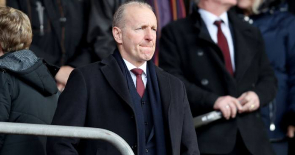 Southampton pay tribute as chairman quits St Mary's