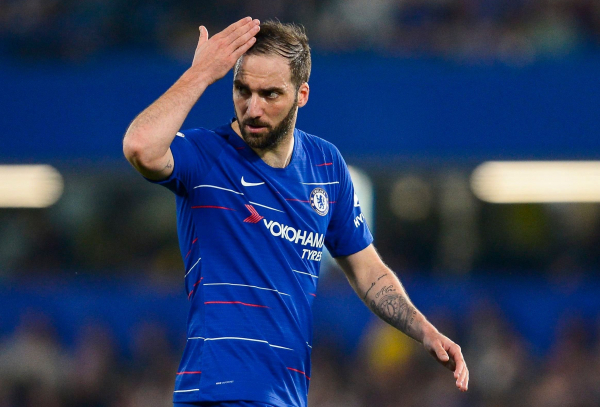 Gonzalo Higuain furious with Sarri after being subbed in Chelsea's draw against Burnley