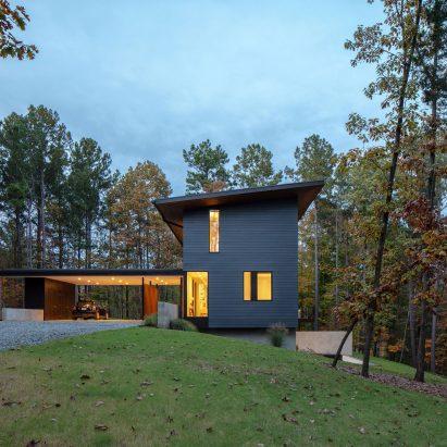 In Situ Studio's Merkel Cooper Residence overlooks North Carolina lake