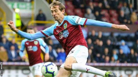 Out-of-contract Crouch to hold talks with Burnley