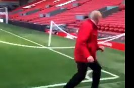 Video: Liverpool groundsman clearly still buzzing about Barcelona thrashing with sweet little moment before Wolves clash
