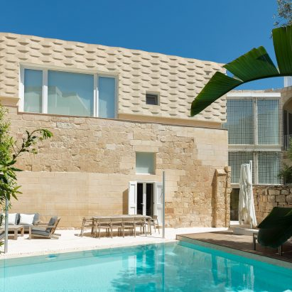 "AP Valletta adds extension with ""woven"" stone facade to The Coach House in Malta"